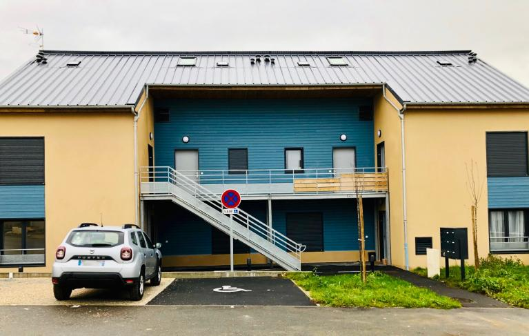 Grilles de pompe a chaleur AMZAIR sur une habitation bbc neuve