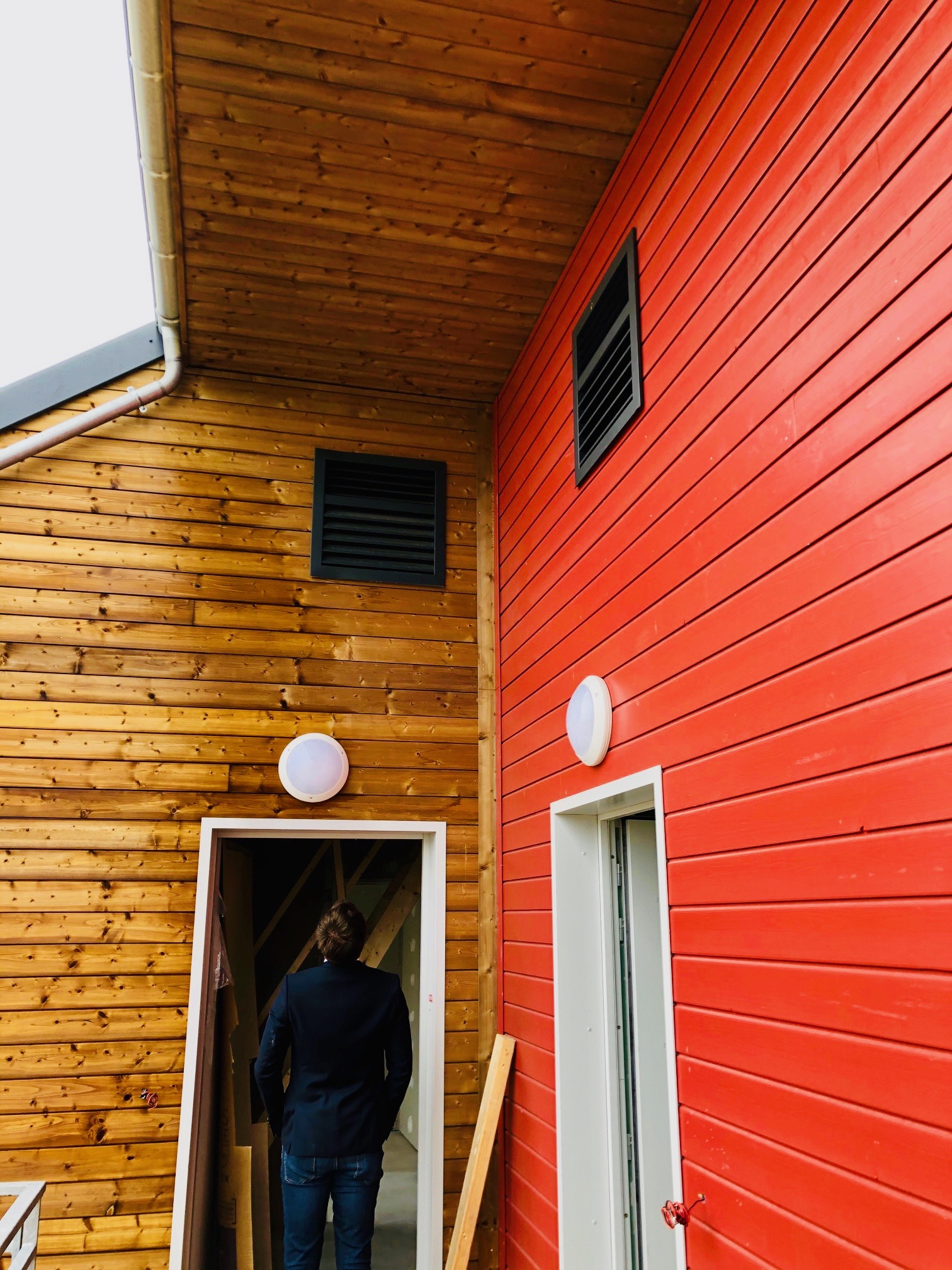 Installation de grilles de pompes à chaleur OPTIM AMZAIR , design et en hauteur 2