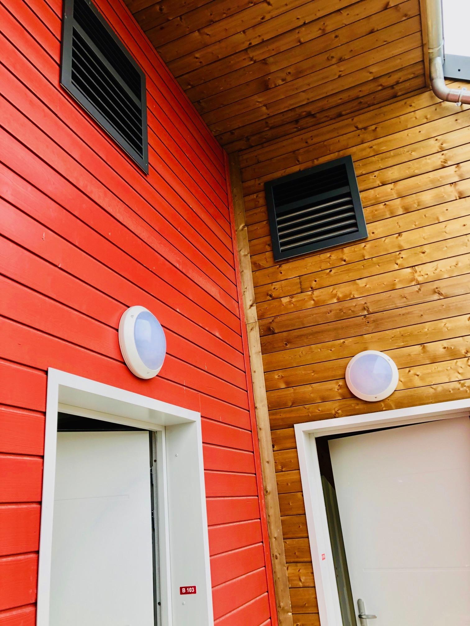 Installation de grilles de pompes à chaleur OPTIM AMZAIR , design et en hauteur