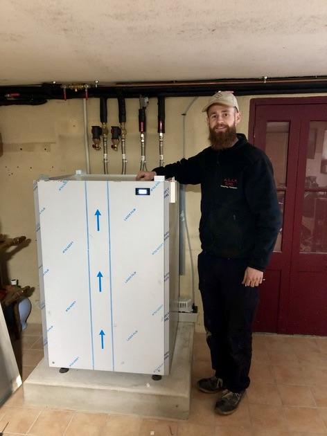 Installation d'une pompe à chaleur AMZAIR par Yoann SUREL de la société ADSP SUREL